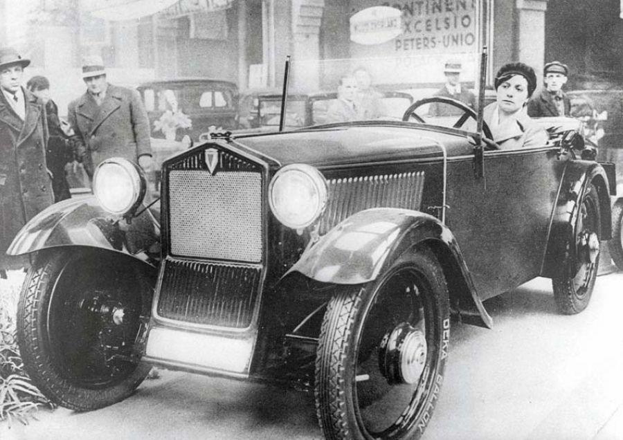 El primer automóvil de gran volumen con tracción delantera