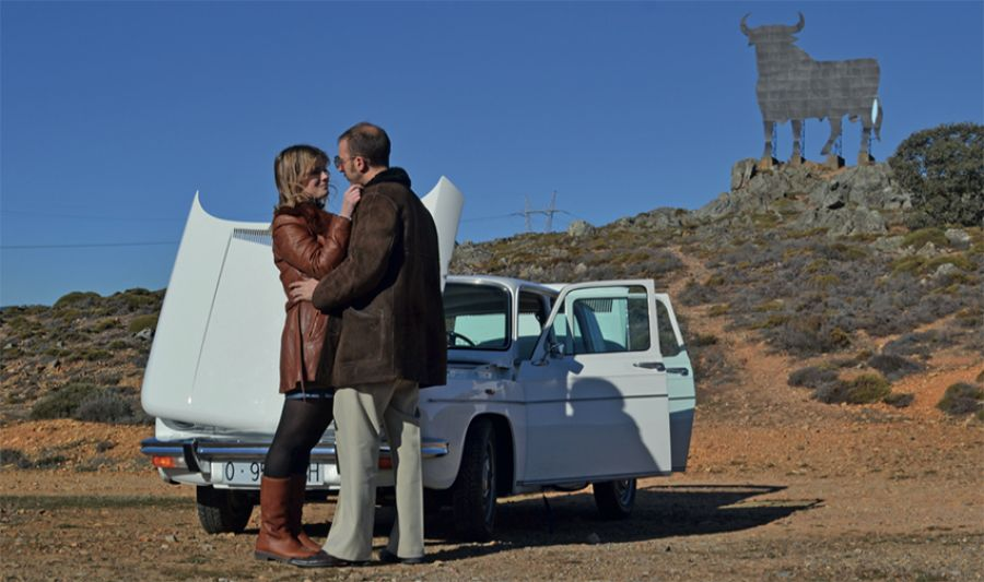 El Renault 8 sigue siendo un coche ideal para viajar… y pedir matrimonio
